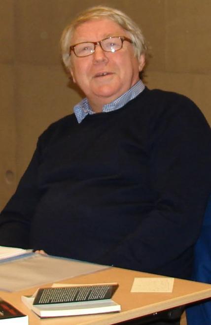 Etienne moulron a donne une conference sur l humour a la mediatheque agnes varda